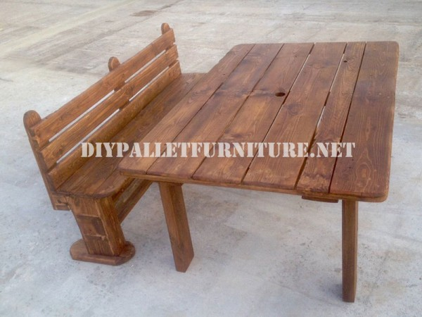 Bench and table made with pallets for the yard 1