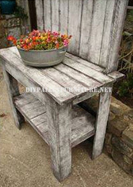Decorative display stand for the garden 2