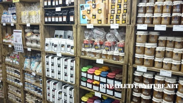 Food shops furnished with boxes of fruit 6