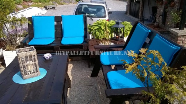 Garden set furniture built with pallets and a recycled deck 1