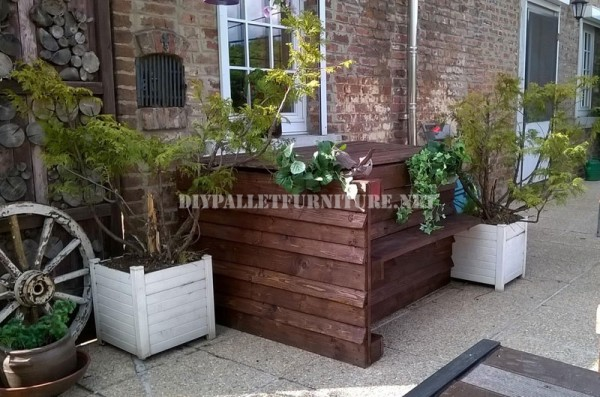 Garden set furniture built with pallets and a recycled deck 2