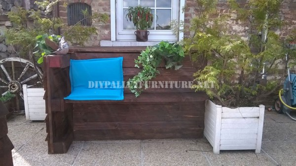 Garden set furniture built with pallets and a recycled deck 3