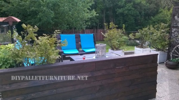 Garden set furniture built with pallets and a recycled deck 4