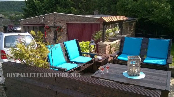 Garden set furniture built with pallets and a recycled deck 5
