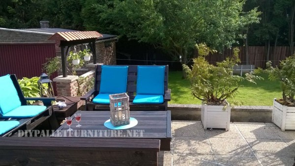 Garden set furniture built with pallets and a recycled deck 6