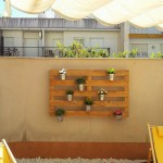 How easy is to create a vertical garden with pallets!