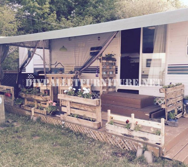 How to decorate the terrace of your mobile home with pallets 1