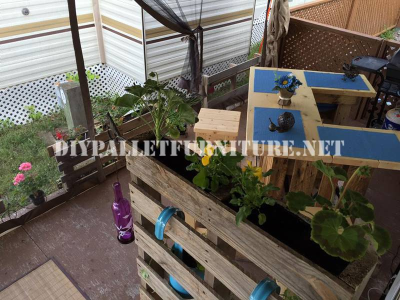 How to decorate the terrace of your mobile home with pallets 3diy pallet furniture diy pallet - Decoratie terrace ...
