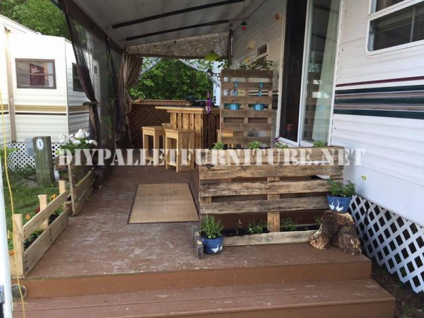 How to decorate the terrace of your mobile home with pallets 4