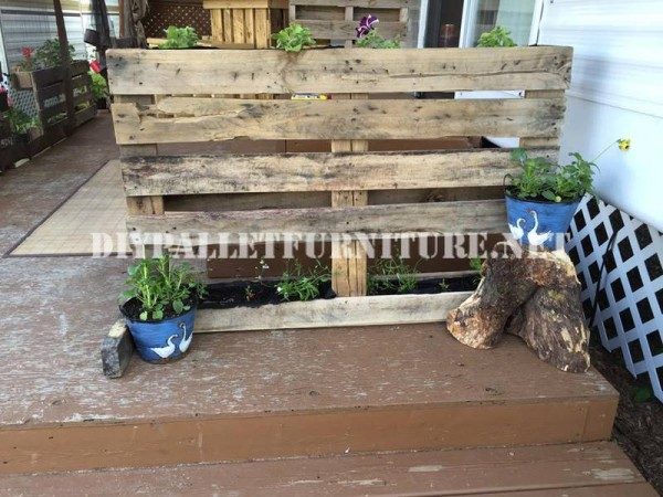 How to decorate the terrace of your mobile home with pallets 5