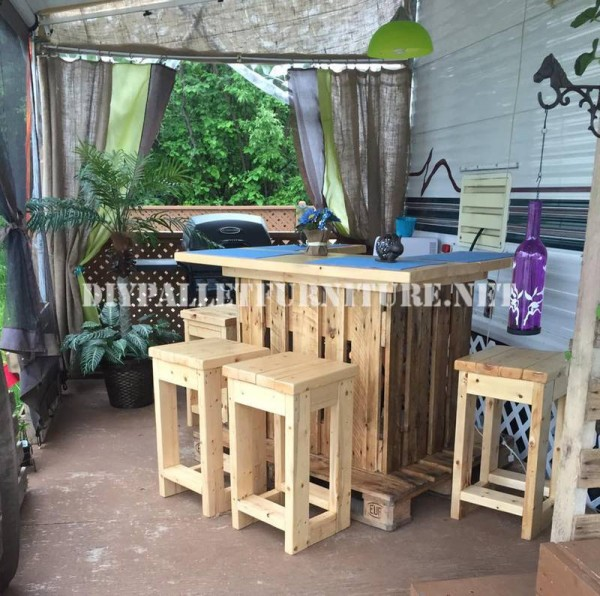 How to decorate the terrace of your mobile home with pallets 6