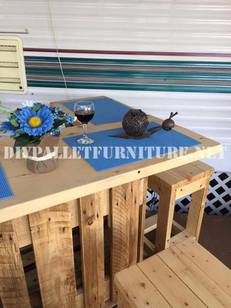 How to decorate the terrace of your mobile home with pallets 8