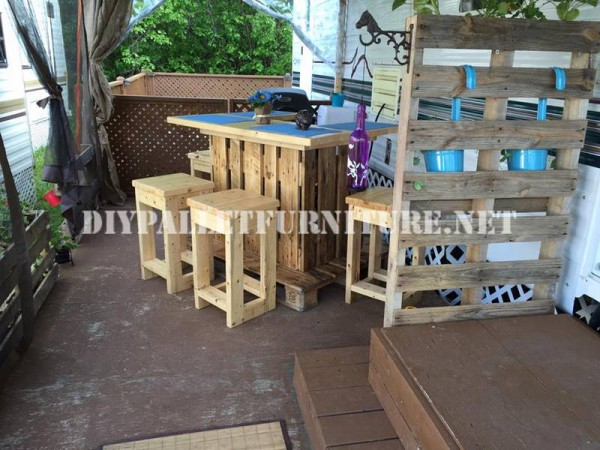How to decorate the terrace of your mobile home with pallets 9