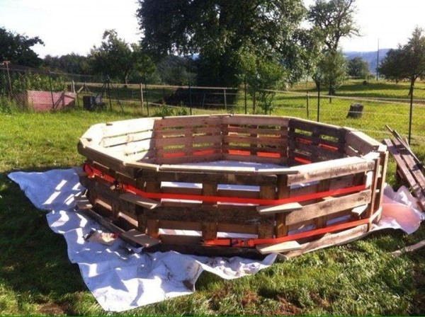 Huge swimming pool built with pallets step by step 3