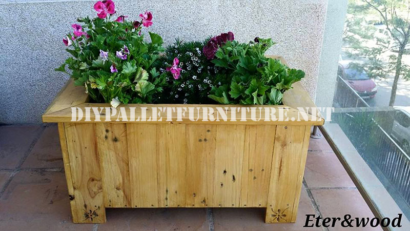 Large outdoor pallet planterdiy pallet furniture diy pallet furniture - Jardiniere en palette ...