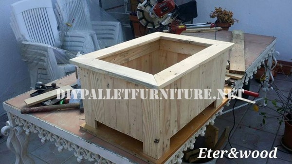 Large outdoor pallet planter 2