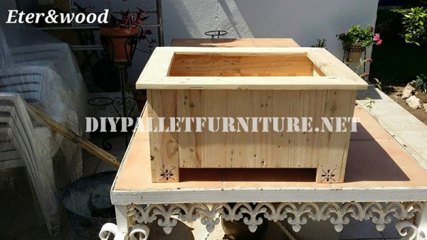 Large outdoor pallet planter 3