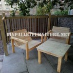 Outdoor pallet chairs for the terrace