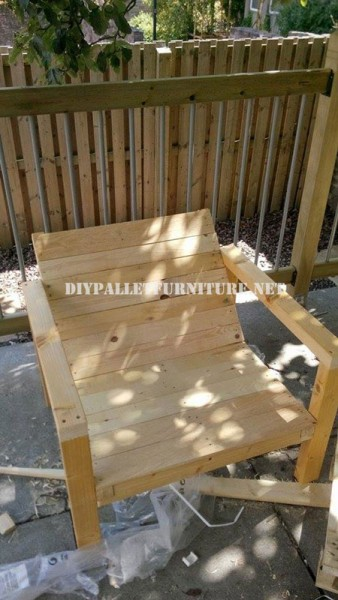Outdoor pallet chairs for the terrace 4