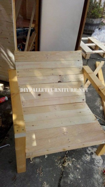 Outdoor pallet chairs for the terrace 5