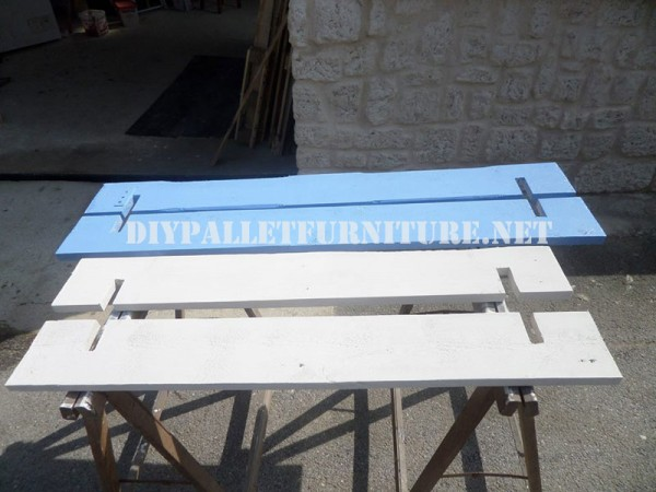 Play bench for kids with pallets 3