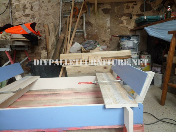 Play bench for kids with pallets 4
