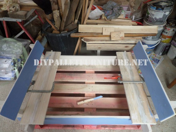 Play bench for kids with pallets 5