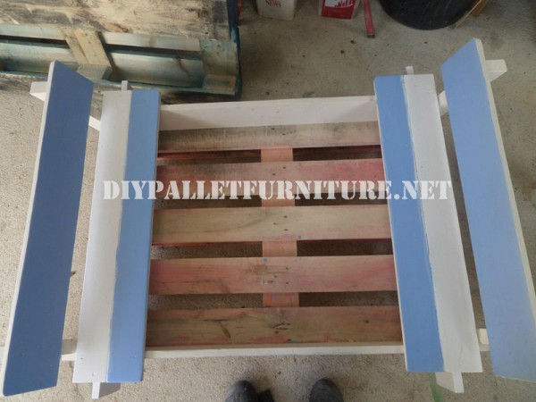 Play bench for kids with pallets 6