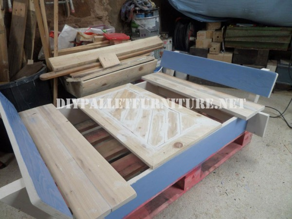 Play bench for kids with pallets 8