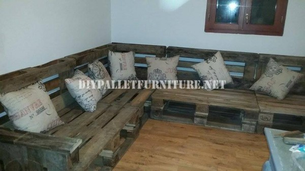 Rustic corner sofa built with pallets 1