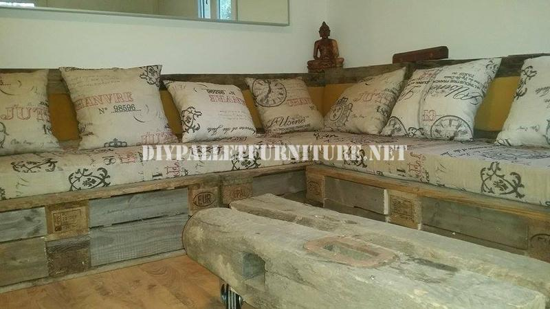 Rustic corner sofa built with palletsdiy pallet furniture for Sofa rustikal