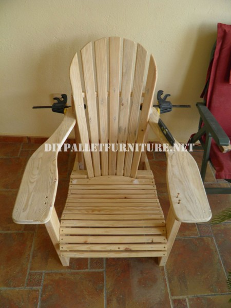 Adirondack chair with pallets 1