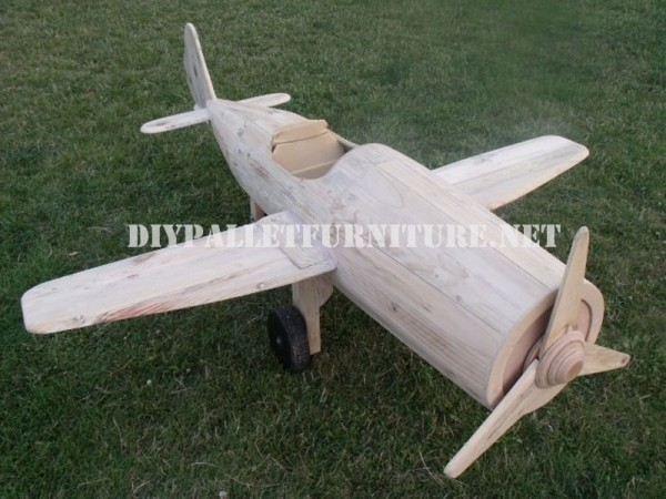 Aircraft designed with pallets 8