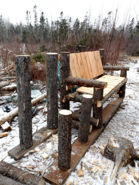 Bench built with logs and pallets 3