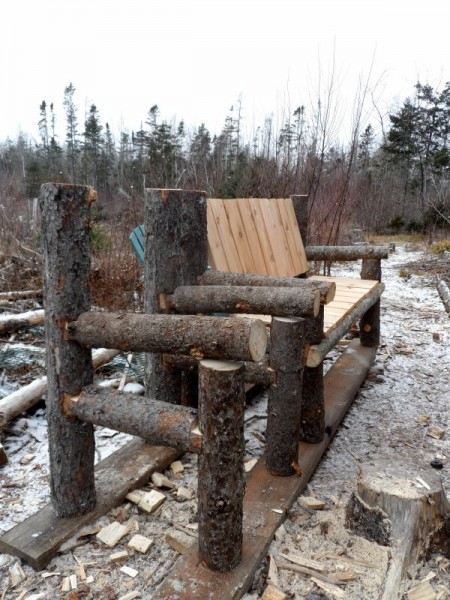 Bench built with logs and pallets 4
