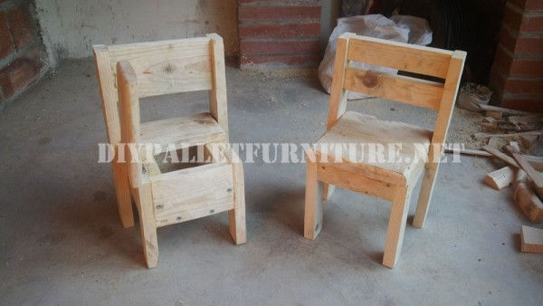 Child chairs with pallets 2