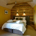 Lettoch Cottages, Country hotel coated and furnished with pallets