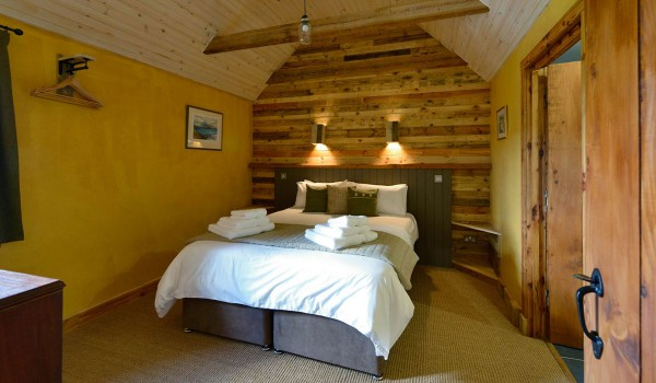 Lettoch Cottages, Country hotel coated and furnished with pallets 1