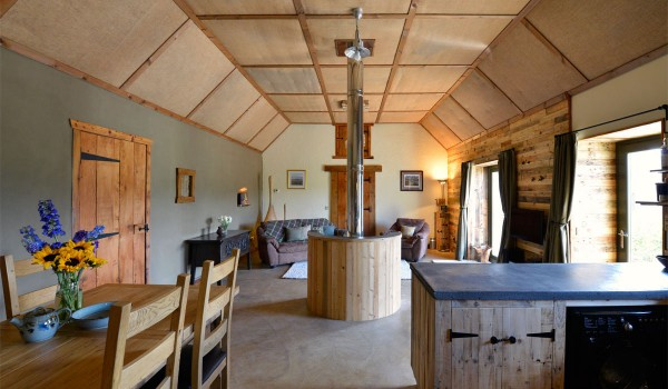 Lettoch Cottages, Country hotel coated and furnished with pallets 2