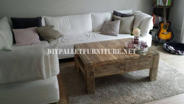 Living room table with pallets 1