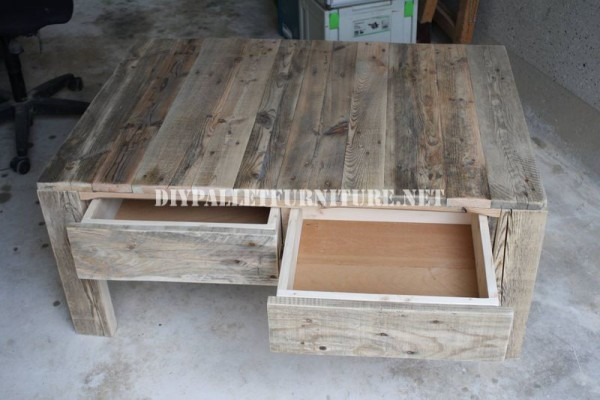 Living room table with pallets 2