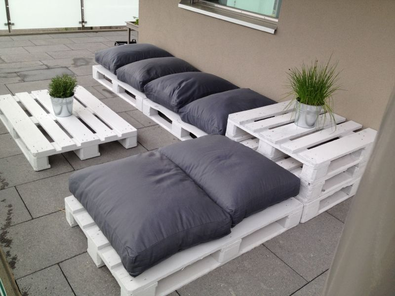 Lounge for the deck with pallets