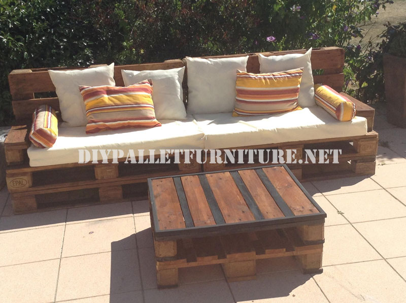 Outdoor sofa and table made with palletsdiy pallet for Sofa table made from pallets