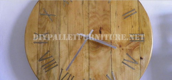 Pallet clock using rusty nails for the roman numbers 4