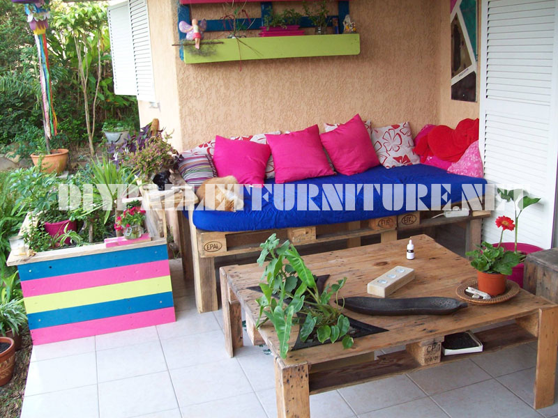 Sofa and terrace table with pallets