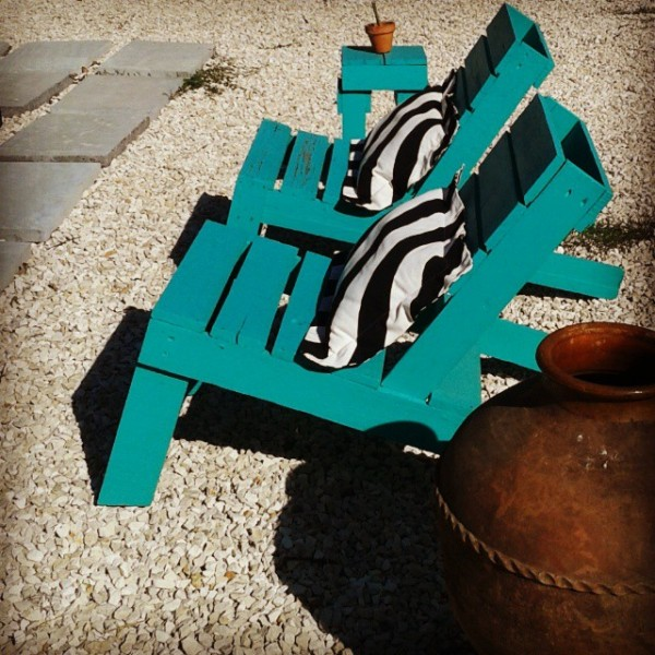 Turquoise garden with recycled furniture and pallets 2