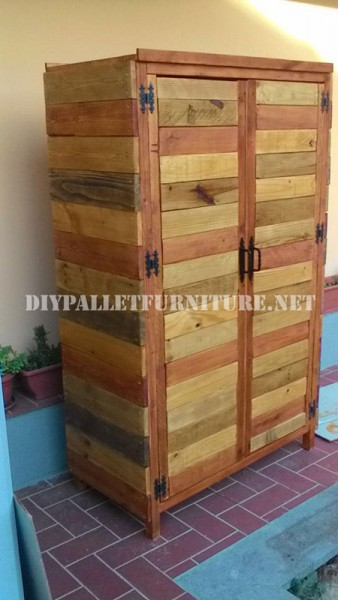 Wardrobe made with pallet planks 1