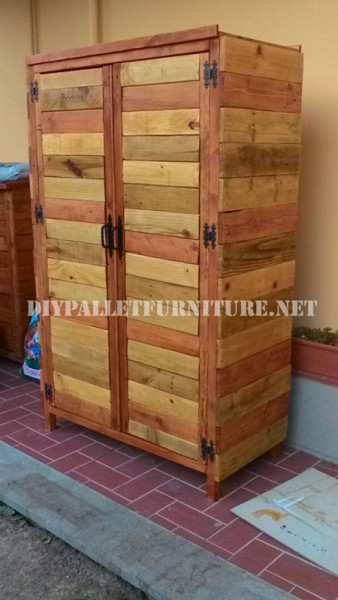 Wardrobe made with pallet planks 3