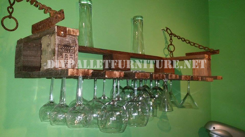 Wine glass hanger for the kitchen with a pallet