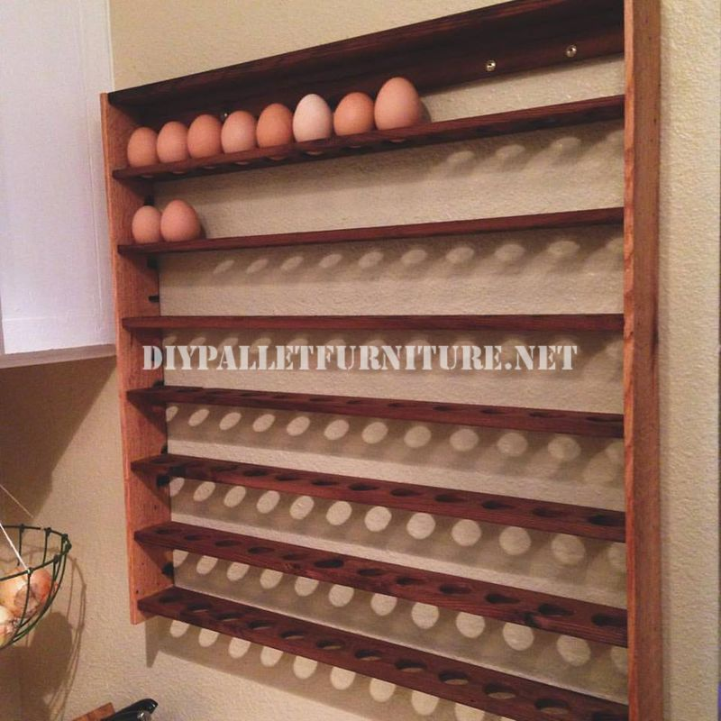 Egg shelf made with palletsdiy pallet furniture diy for Etagere avec palette